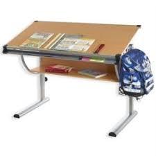 bureau enfnat un bureau enfant r eacute ellement adapt eacute agrave sa taille