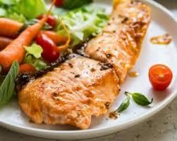 cuisiner filet de saumon recette de filet de saumon sucré salé sauce cerises curry et coco