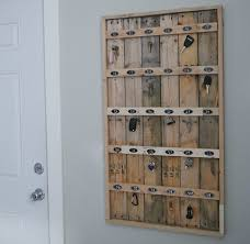 A Key To The Armoire Ana White Reclaimed Wood Pallet Hotel Key Rack Diy Projects