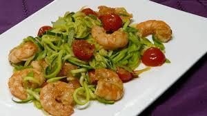 comment cuisiner des crevettes roses spaghettis de courgettes aux crevettes recette par simple gourmand