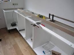 fixation meuble bas cuisine c est parti pour la cuisine saison 7 episode 1 rénovation d