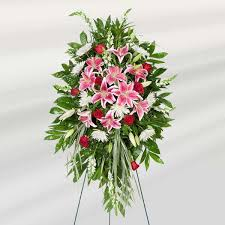 funeral floral arrangements funeral flowers etiquette doing the right thing family funeral