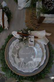 easy christmas dining room table setting with silvers and gold