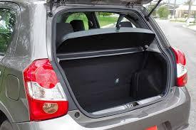 Famosos 10 chances: Toyota Etios X, um automático acessível   Best Cars @RX92