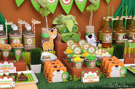 baby shower centerpieces ideas for boys jungle ba shower ideas ba ideas zoo themed baby shower decorations