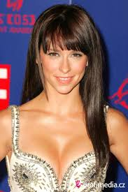 medium length hairstyles for heart shaped faces jennifer love hewitt jennifer love hewitt new style 1835