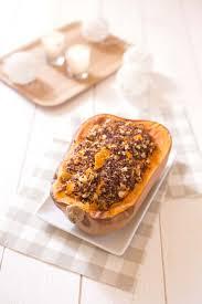 cuisiner une courge butternut courge butternut rôtie au quinoa chèvre et fruits secs recettes