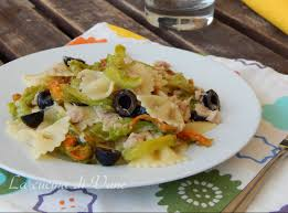 primo piatto con fiori di zucca pasta con fiori di zucca tonno e olive