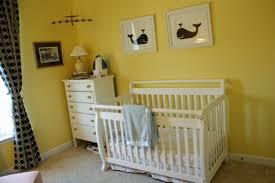 chambre b b jaune divin jaune dans une chambre bebe design couleur de peinture a