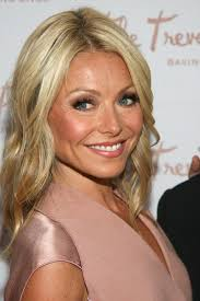 kelly ripa hair style hairstyle of the day blonde wavy and casual