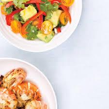 cuisiner crevette crevettes grillées et salade d avocat ricardo