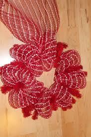 diy mesh holiday wreath tutorial