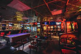the best bars with games in austin