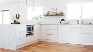 cuisine blanche et plan de travail bois cuisine blanche plan travail bois mh home design 13 mar 18 10