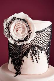 edible lace tips for working with edible lace for cakes