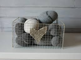 grillage a poule pour meuble corbeille grillage à poule et ficelle de lin décorée d u0027un coeur