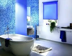 rollos f r badezimmer rollo furs bad ein rollo in blau der blickfang fa 1 4 r ihr bad