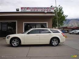 2005 cool vanilla white dodge magnum sxt 30816769 photo 4