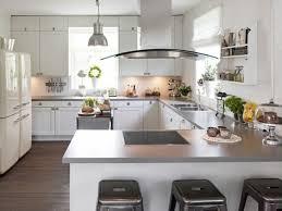 cuisine design de luxe cuisine en u ouverte sur salon maison design bahbe com