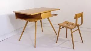 bureau pour enfants bureau pour enfant et sa chaise vintage 1960 les vieilles choses