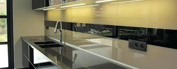 revetement mural adhesif pour cuisine revetements muraux cuisine cracdence en verre cuisine revetement