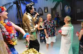 elvis wedding in vegas elvis blue hawaii themed wedding test2