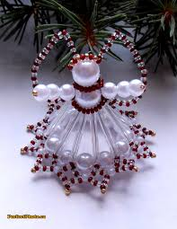 vánoční andílek ledově červený 3 andílek je vyrobený ze skleněných