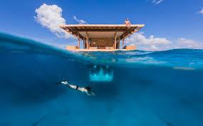 chambre insolite avec dormir dans une chambre sous l eau au milieu de l océan voyage