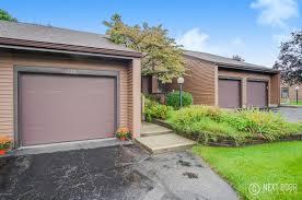 Maple Creek Kitchen Cabinets 599 Maple Creek Drive 29 Holland Mi 49423 Mls 17043814