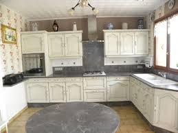 cuisine blanche et grise cuisine blanc casse patine grise avec supplémentaire crème mur