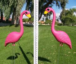 yard flamingo pink lawn flamingos plastic flamingos pink
