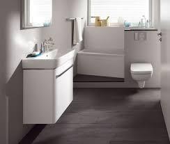 steinteppich badezimmer lila badezimmer innendesign ideen steinteppich wand bad wände
