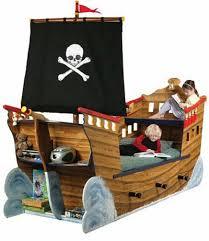 chambre bateau pirate top 70 des lits insolites au design original bateau pirate le