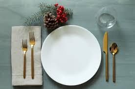 table setting simplify your holidays easy gorgeous christmas table settings