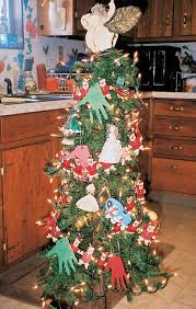How To Trim A Real Christmas Tree - 5 christmas tree decorating ideas reader u0027s digest