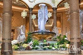 Christmas Decorations In Las Vegas Winter Holidays In Las Vegas Are Grandiose And Luxurious