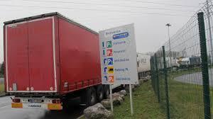 siege social boulanger grogne et grève au sujet d une prime à l entrepôt logistique