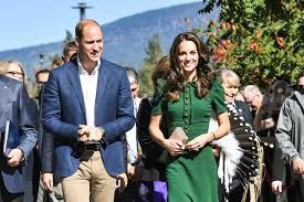 kate middleton meets yukon locals fends off the cold in red