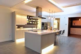 cuisine sur parquet parquet dans cuisine cuisine carrelage et salon parquet parquet