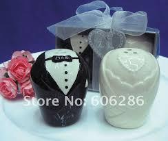 salt and pepper wedding favors wedding giveaways souvenirs ceramic and groom salt pepper
