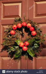 wreath colonial williamsburg virginia usa stock photo