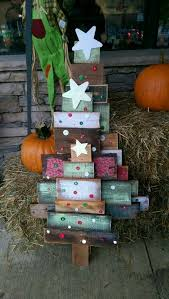 Outdoor Christmas Decorations Rustic by Best 25 Rustic Christmas Trees Ideas On Pinterest Rustic