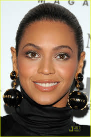 beyonce earrings beyonce dons chanel globe earrings photo 1552571 beyonce