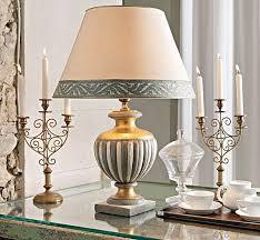 lumi per comodini lade da comodino classiche idee di design per la casa