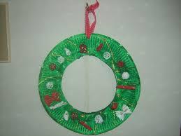 easy paper plate christmas wreath craft preschool education kids
