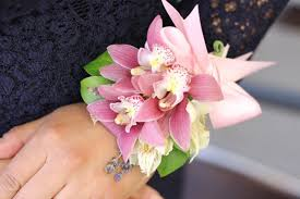 how to make a beautiful wrist corsage ehow
