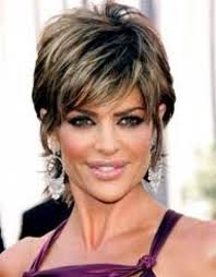 does lisa rinna have fine hair 15 lisa rinna hairstyles to inspire from jagged short hairstyle