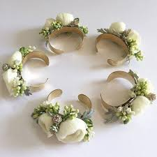 How To Make Corsages And Boutonnieres Best 25 Bracelet Corsage Ideas On Pinterest Wrist Corsage