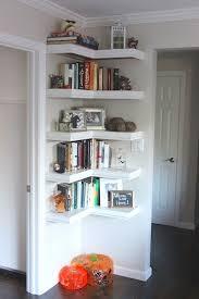 étagère derrière canapé 36 trucs et astuces pour l aménagement de petits espaces des idées
