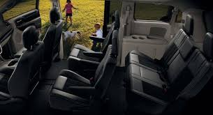 2017 dodge grand caravan interior features